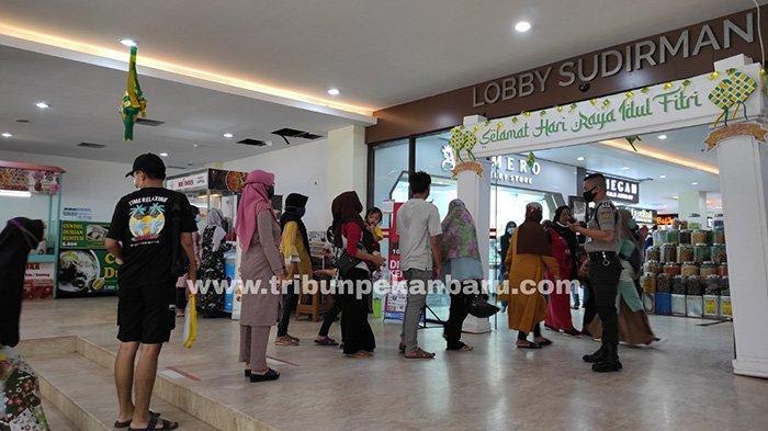 Foto : Hari Terakhir Pusat Perbelanjaan di Pekanbaru Buka - belanja-di-stc-pku.jpg