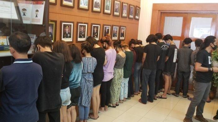 Belasan PSK Remaja Open BO via MiChat Terciduk di Apartemen Dekat Bandara Soetta, Tarif Rp700 Ribu - Belasan remaja wanita yang diamankan Polres Metro Tangerang Kota karena terjebak dalam praktik prostitusi disebuah apartemen yang berlokasi dengan Bandara Soekarno-Hatta, Senin (8/3/2021).