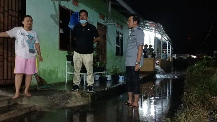 Belasan Rumah Warga Lokomotif Direndam Banjir, Dua Anggota DPRD Pekanbaru Turun ke Lokasi