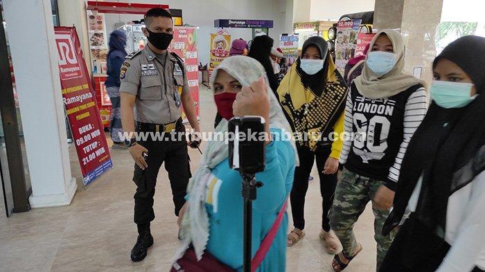 Foto : Hari Terakhir Pusat Perbelanjaan di Pekanbaru Buka - berbelanja-di-stc-pekanbaru.jpg