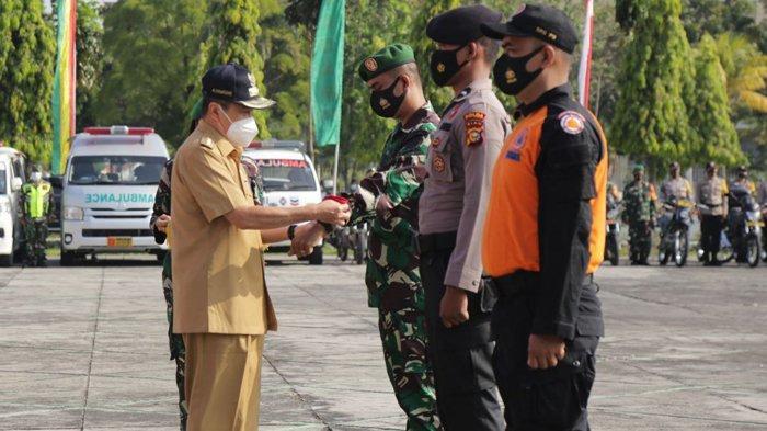 Berjibaku Padamkan Karhutla di Riau, Gubernur Riau Syamsuar ke Petugas: Semangat dan Jaga Kesehatan