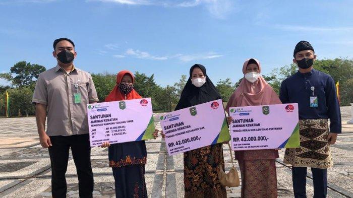 Berlinang Air Mata Terima Santunan Kematian Penghulu Kampung, Syarifah Ungkap Rencana