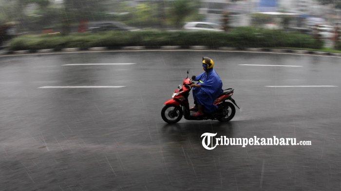 Hujan Deras Melanda Sejumlah Kecamatan di Inhu, Ketinggian Air Sungai Masih Normal