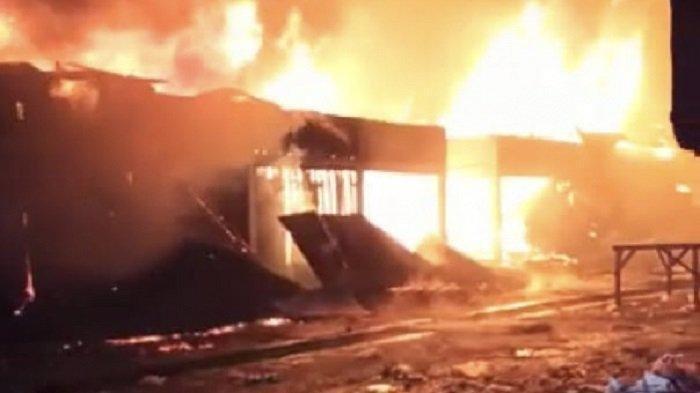 Blok G Pasar Baso, Kabupaten Agam, terbakar pada Selasa (14/9/2021) dini hari.
