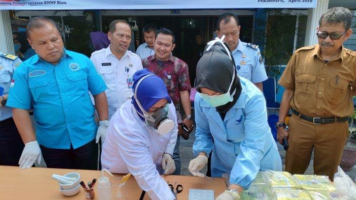 BNNP Riau Musnahkan 13,7 Kg Sabu Hasil Sejumlah Kasus
