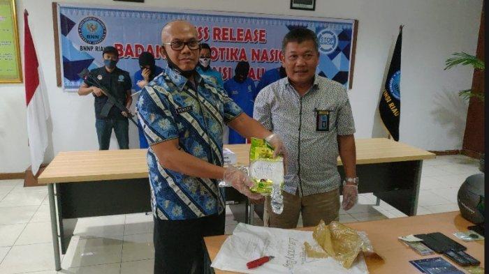 BNNP Riau Tangkap 3 Tersangka Jaringan Pengedar Narkoba, 1 Kg Sabu Disita
