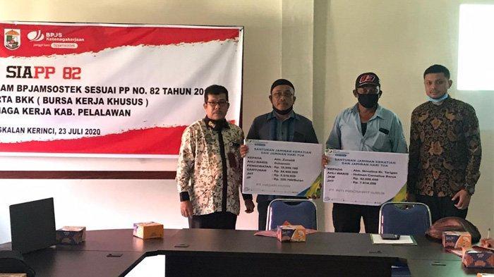 BPJamsostek Pelalawan Serahkan Santunan JKK dan JKM kepada Ahli Waris Korban Laka Kerja