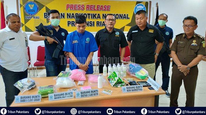BREAKING NEWS: BNNP Riau Tangkap Pengedar Narkoba, Sita 3.5 Kg Sabu-sabu dan 6.885 Butir Pil Ekstasi