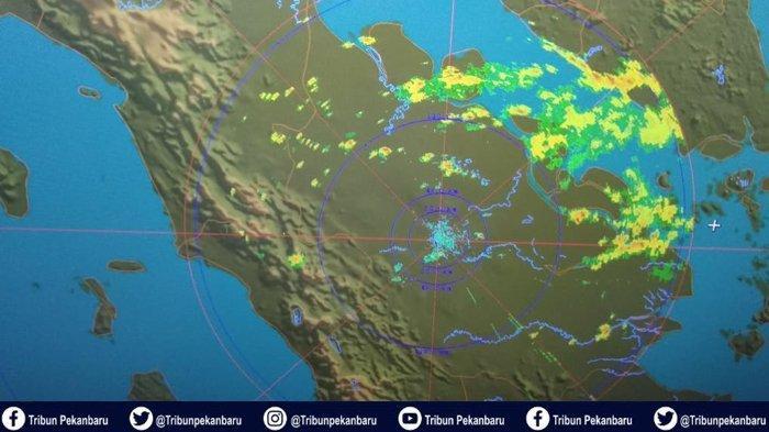 BREAKING NEWS : CUACA Riau Siang Ini, Pelalawan Diguyur Hujan Disertai Petir dan Angin Kencang