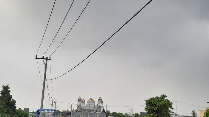 BREAKING NEWS : Kabut Asap di Pekanbaru Menyelimuti Pemukiman, Ini Penjelasan BMKG Pekanbaru