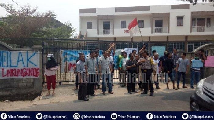 BREAKING NEWS : Warga Pekanbaru Gelar Aksi Damai Tolak Tempat Penampungan Pengungsi di Maharatu Riau