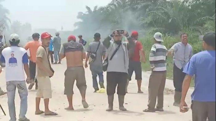 BREAKING NEWS: Bentrok Warga dan Polisi Pecah di Pelalawan Riau, Akibat Eksekusi Lahan di Langgam