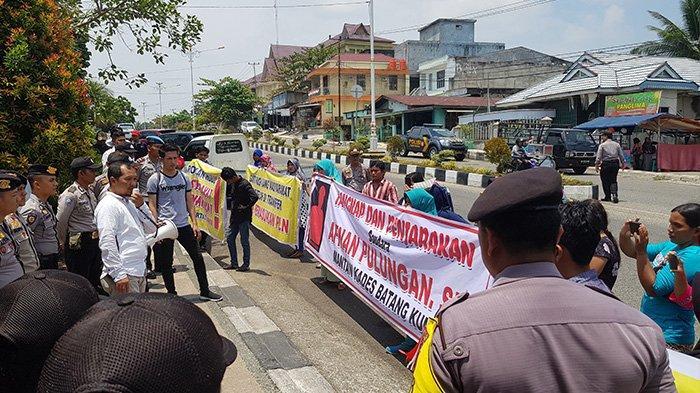 BREAKING NEWS: Demo Mahasiswa dan Masyarakat di Rohul, Minta Polisi Tangkap Mantan Kades Batang Kumu