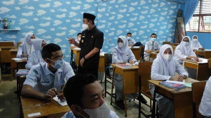BREAKING NEWS: Gubernur Riau Syamsuar Sidak Sekolah, Cek Pelaksanaan Belajar Tatap Muka Terbatas