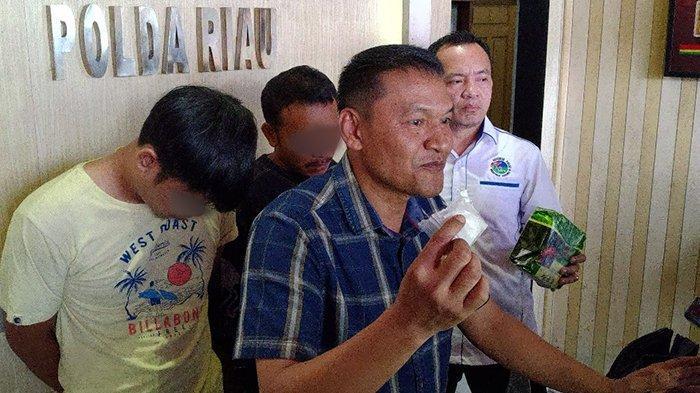 BREAKING NEWS: Polisi Hadang Mobil Pengedar Sabu 3 Kg di Depan Polsek Kandis Riau, 2 Orang Ditangkap