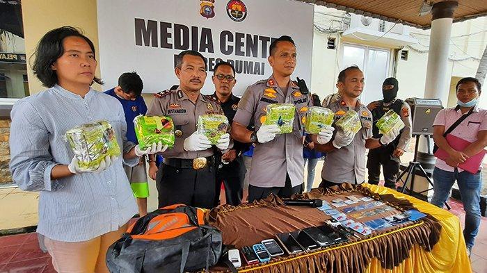 Pengungkapan Sindikat Narkoba oleh Polres Dumai, Amankan 7 Bungkus Besar Sabu dan Sepeda Motor