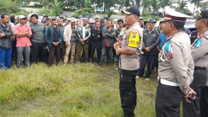 BRUTAL, Preman Kampung Cegat, Bentak, Maki-maki, dan Dorong Seorang Polisi Saat Tertibkan Pungli
