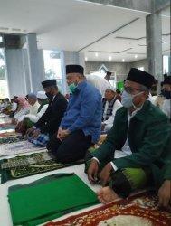Bupati Inhu Yopi Arianto Salat Idul Fitri di Masjid Darussalam Desa Seresam