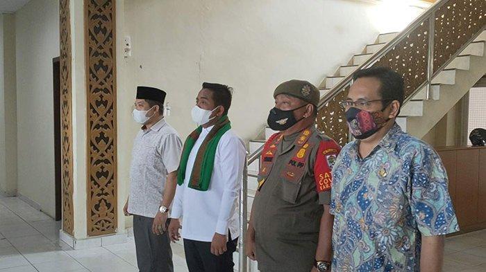 Bupati, Pejabat dan Pegawai Pemda Pelalawan Berdiri Ikut Bernyanyi Saat Indonesia Raya Berkumandang
