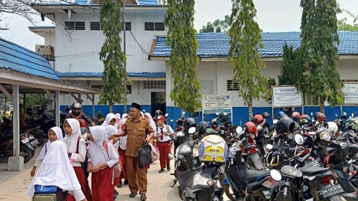Bupati Pelalawan Sebut Siswa Belum Layak Libur, Sekolah di Pangkalan Kerinci Malah Pulangkan Murid