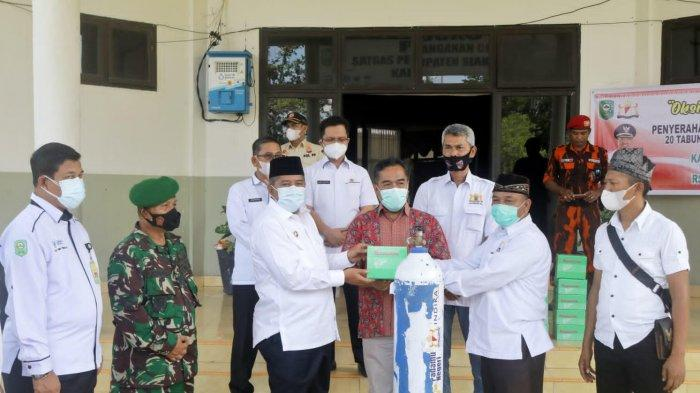 Kadin Riau Serahkan 20 Tabung Oksigen dan 10 Regulator ke Pemkab, Bupati Siak Bersyukur
