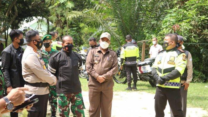 Bupati Siak Dampingi Kapolda Riau dan Danrem 032 WB Tinjau Posko PPKM di Kerinci Kanan
