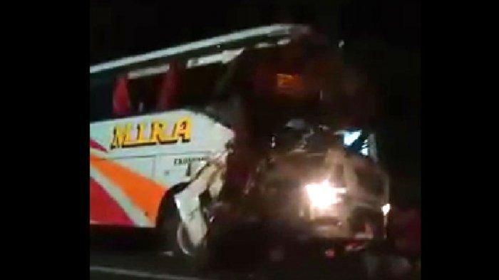 Bus Mira kecelakaan menabrak bus Sumber Selamat di jalur Ngawi-Solo 6 Maret 2021.