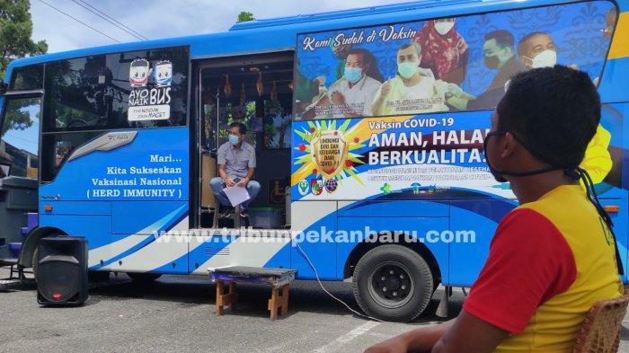 Foto : Manfaatkan Bus Vaksinasi Keliling, 1.500 Orang Lebih Sudah Disuntik, Segini Tepatnya - bus-vaksinasi-keliling-di-dipo-pku.jpg