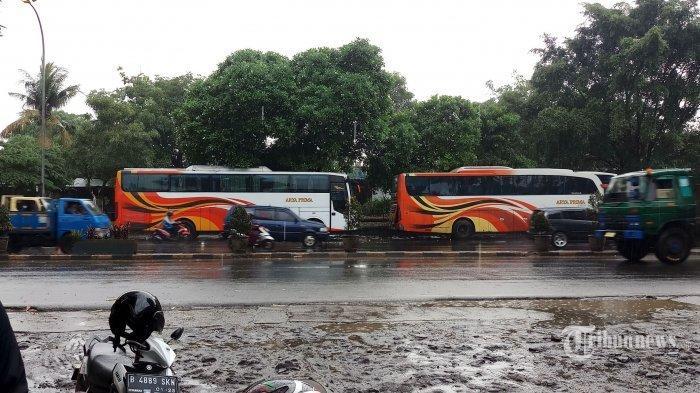 Nekat Bawa Penumpang, Bus Dari Jambi Disuruh Putar Balik di Batang Gansal Inhu Riau