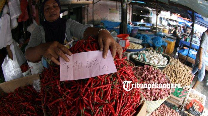FOTO: Jelang Lebaran, Harga Cabai Merah di Pekanbaru Naik 100 Persen - cabe-cabai-sembako-pasar-agus-salim-pasar-suka-ramai_20180612_141810.jpg
