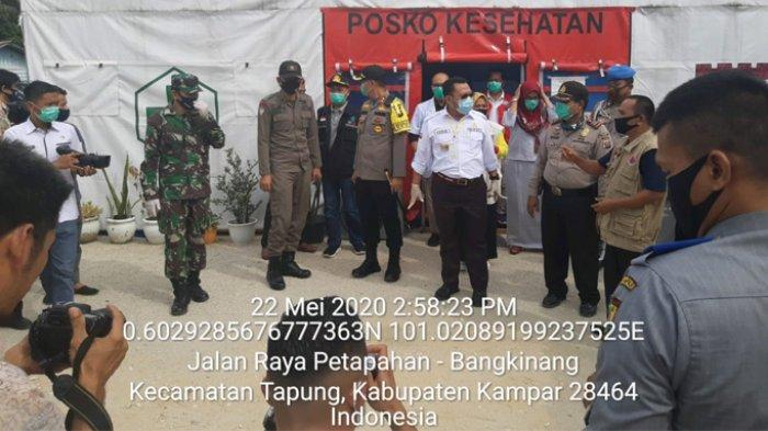 Bupati Kampar Beserta Kapolres Kunjungi Pos Check Point Covid-19 di Simpang Petapahan Tapung