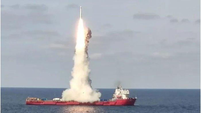BERBAHAYA, China Luncurkan Roket, Melintasi Malaysia dan Indonesia