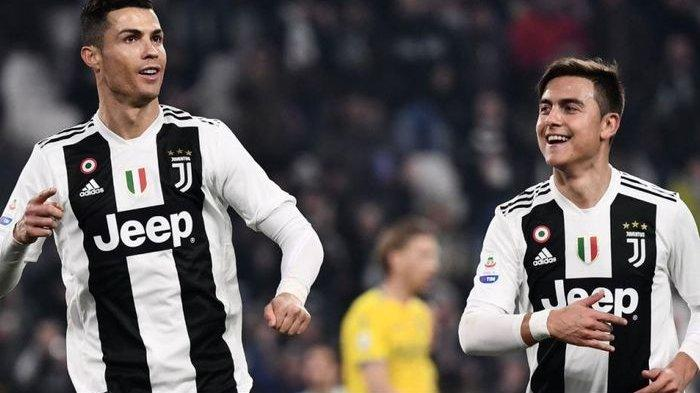 Cristiano Ronaldo (kiri) dan Paulo Dybala sama-sama membela klub raksasa Liga Italia, Juventus.
