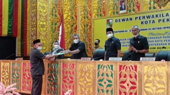 Dalam Paripurna Pandangan Fraksi, DPRD Pekanbaru Tak Setuju Penerapan Sanksi Warga Tolak Vaksinasi