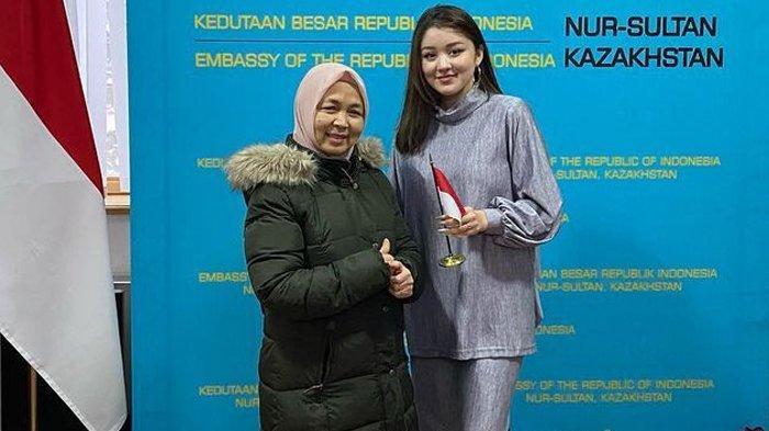Dayana Kunjungi KBRI Nur Sultan Kazakhstan, Temui Duta Besar Rahmat Pramono, Nikahin Sama Fiki Pak!