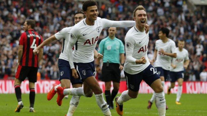 Dele Alli ikut merayakan gol Christian Eriksen saat Tottenham Hotspur menang atas Bournemouth di Stadion White Hart Lane, Sabtu (14/10/2017)
