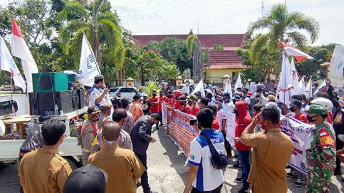 BREAKING NEWS:Tuntut UMK Naik,FSPMI Pelalawan Gelar Unjuk Rasa,Pendemo Juga Minta Cabut Omnibus Law