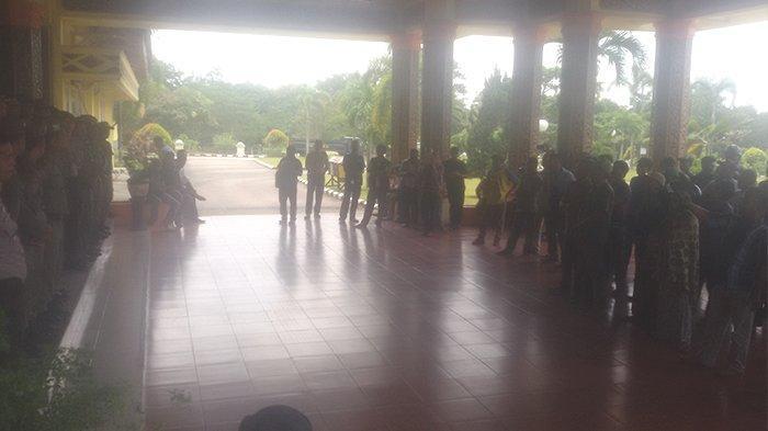 Demo Terhadap Perusahaan di Pelalawan Riau, Massa Geruduk Kantor Bupati