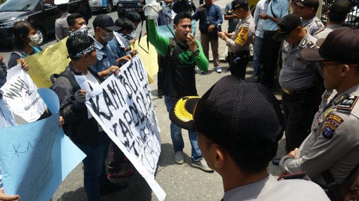 Walhi Gelar Aksi di Polda Riau Tuntut Penegakan Kasus Karhutla