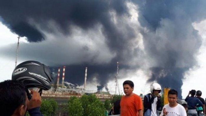 Api dan Asap Membumbung di Balikpapan, Diduga Berasal dari Tumpahan Minyak