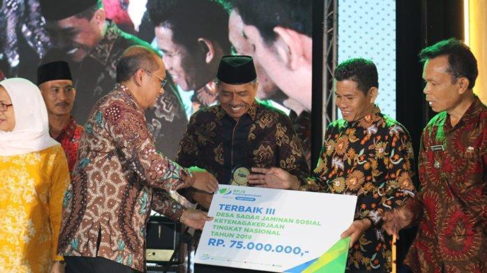 Kerja Keras Penuhi Indikator,Kampung Laksmana Siak Riau Terbaik III Desa Sadar Jamsostek Nasional