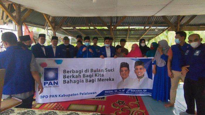 Dewan Pengurus Daerah (DPD) Partai Amanat Nasional (PAN) Kabupaten Pelalawan Riau menyalurkan puluhan paket sembako kepada panti asuhan dan Pondok Tahfizd Alqur'an, Rabu (05/05/2021). Penyerahan sembako ini dalam rangka Bukan Ramadhan dan menyambut Hari Raya Idul Fitri tahun 2021.