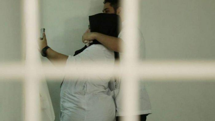 Setelah Dituntut 2 Tahun Rehabilitasi, Dhawiya dan Pacarnya Selfie Bareng di Ruang Tahanan