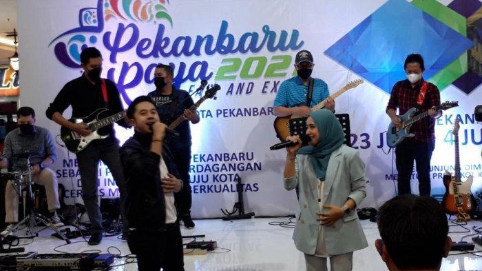 Dirut BRK Tampil Main Band di Pekanbaru Raya 2021