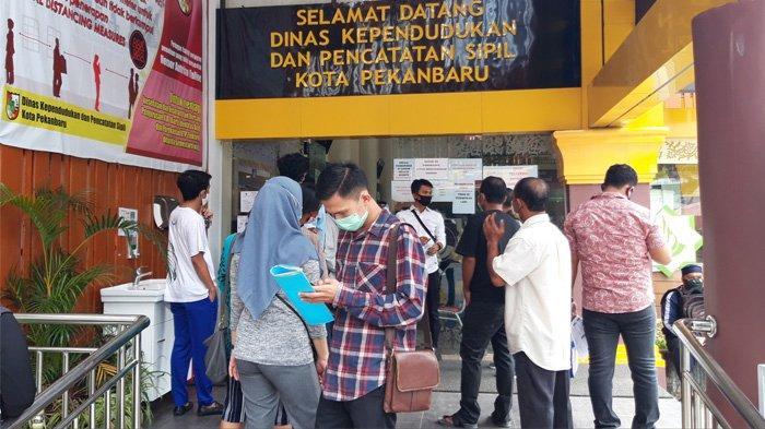 Warga Pekanbaru Bisa Ambil KTP el yang Sudah Siap Cetak di UPTD Kecamatan