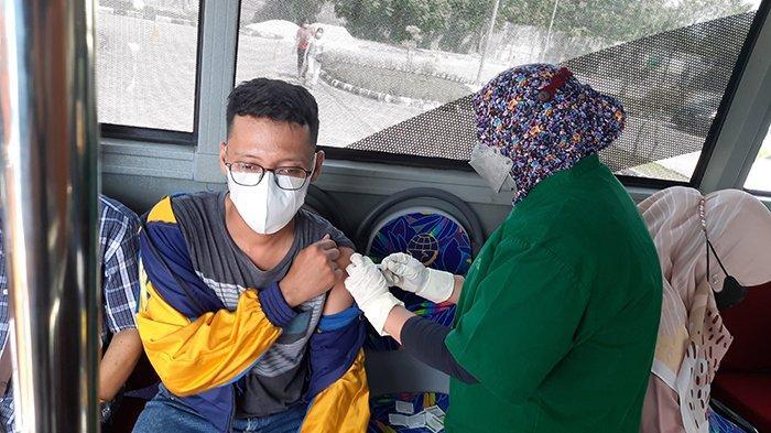 Pening 3 Bulan Keliling Mencari, Akhirnya Hadi Disuntik Vaksin Pfizer Dosis Satu,Ini yang Dirasakan