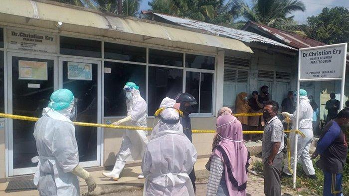 Dokter di Minas Ditemukan Tak Bernyawa di Ruang Praktik Miliknya, Petugas Pakai APD Evakuasi Jasad