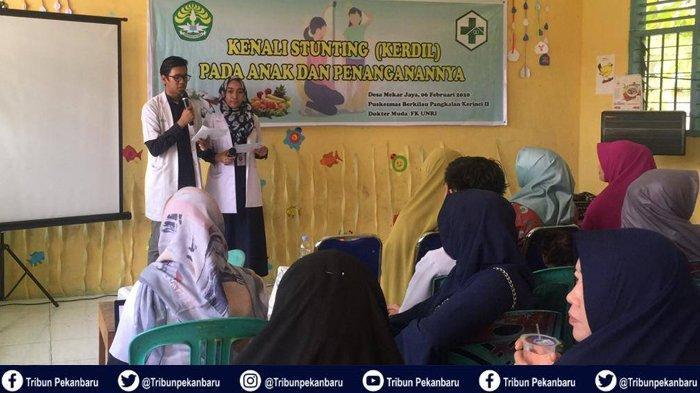 Dokter Muda FK UNRI Bersama Puskesmas Berkilau Gelar Sosialisasi Tatalaksana Stunting pada Anak