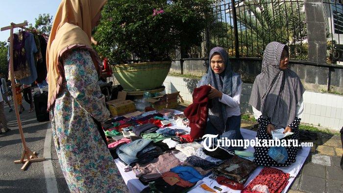 FOTO: Penjualan Baju Layak Pakai untuk Membantu Korban Gempa Lombok - dompet-dhuafa-donasi-untuk-korban-gempa-lombok_20180902_162514.jpg