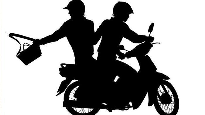 Sepeda Motor Jambret Tabrak Mobil, Satu Pelaku Panik Pilih Menceburkan Diri ke Sungai